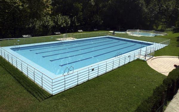 piscina de bera - Hostal en Bera